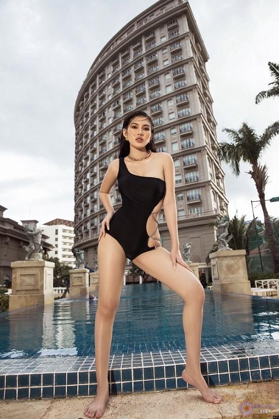 """Hồng Nhung khiến cộng đồng mạng phải """"xuýt xoa"""" với bộ ảnh chất như nước cất của mình"""