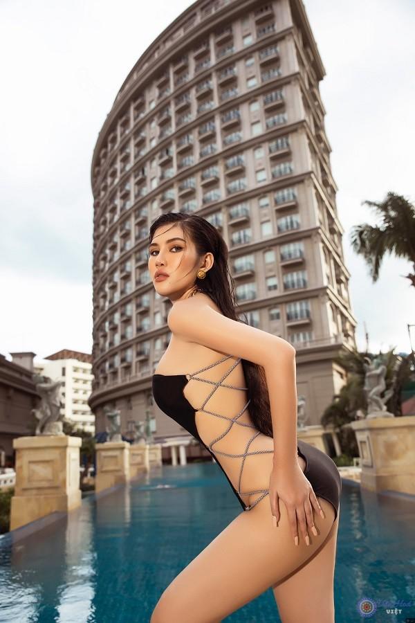 Hồng Nhung cũng không ngần ngại chia sẻ cách ăn mặc đẹp cho phái nữ trên mạng xã hội